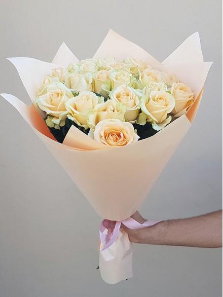 25 роз в упаковке